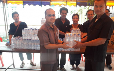 Von Bundit Co., Ltd., Udon Thani Branch, gave drinking water to help the funeral of the needy at Nonsa-at village.