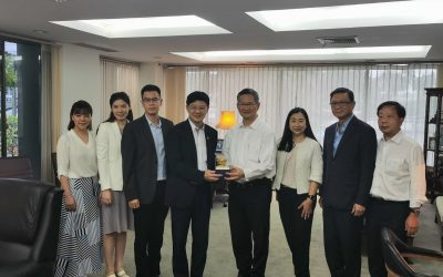 Dr. Pongsak Kerdvongbundit, Chief Executive Officer gives latex pillows as gift to Mr. Chartsiri Sophonpanich, President and management team from Bangkok Bank Public Company Limited visited Von Bundit Company Limited, Phuket Head Office Aug 12, 2020
